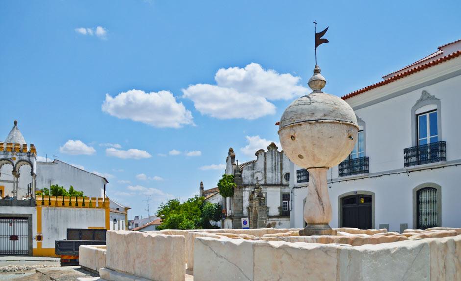 Porta de Moura square
