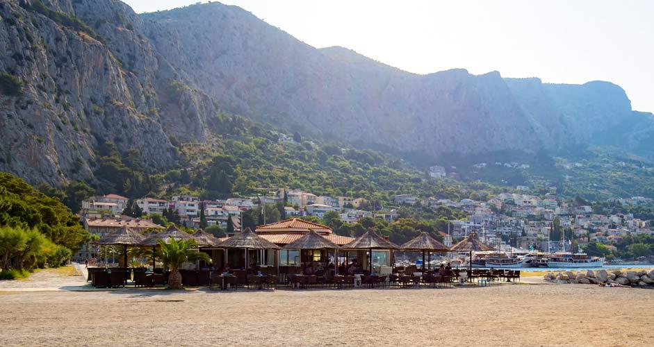 Omis beach bar